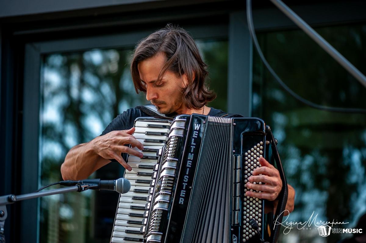 Sergejs Ivanovs Dzīva akordeona mūzika